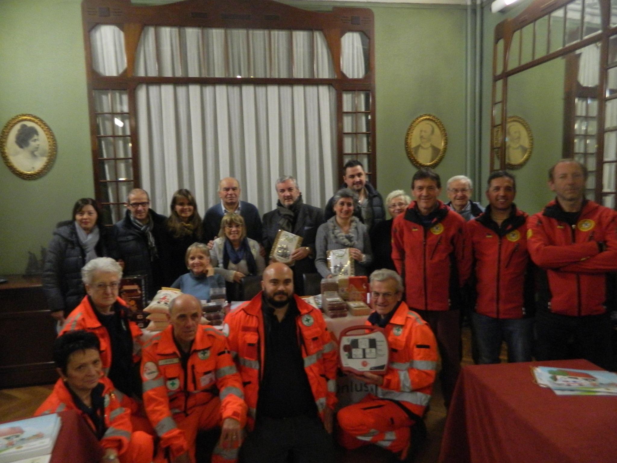 Consegna defibrillatore a Croce Verde Cumiana presente CRI e Soccorso alpino da parte Progetto Vals